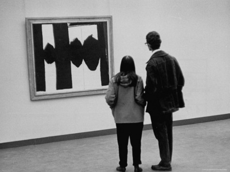 frank-scherschel-people-looking-at-a-painting-by-robert-motherwell-at-an-american-art-show