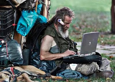 homeless-man-goes-wireless